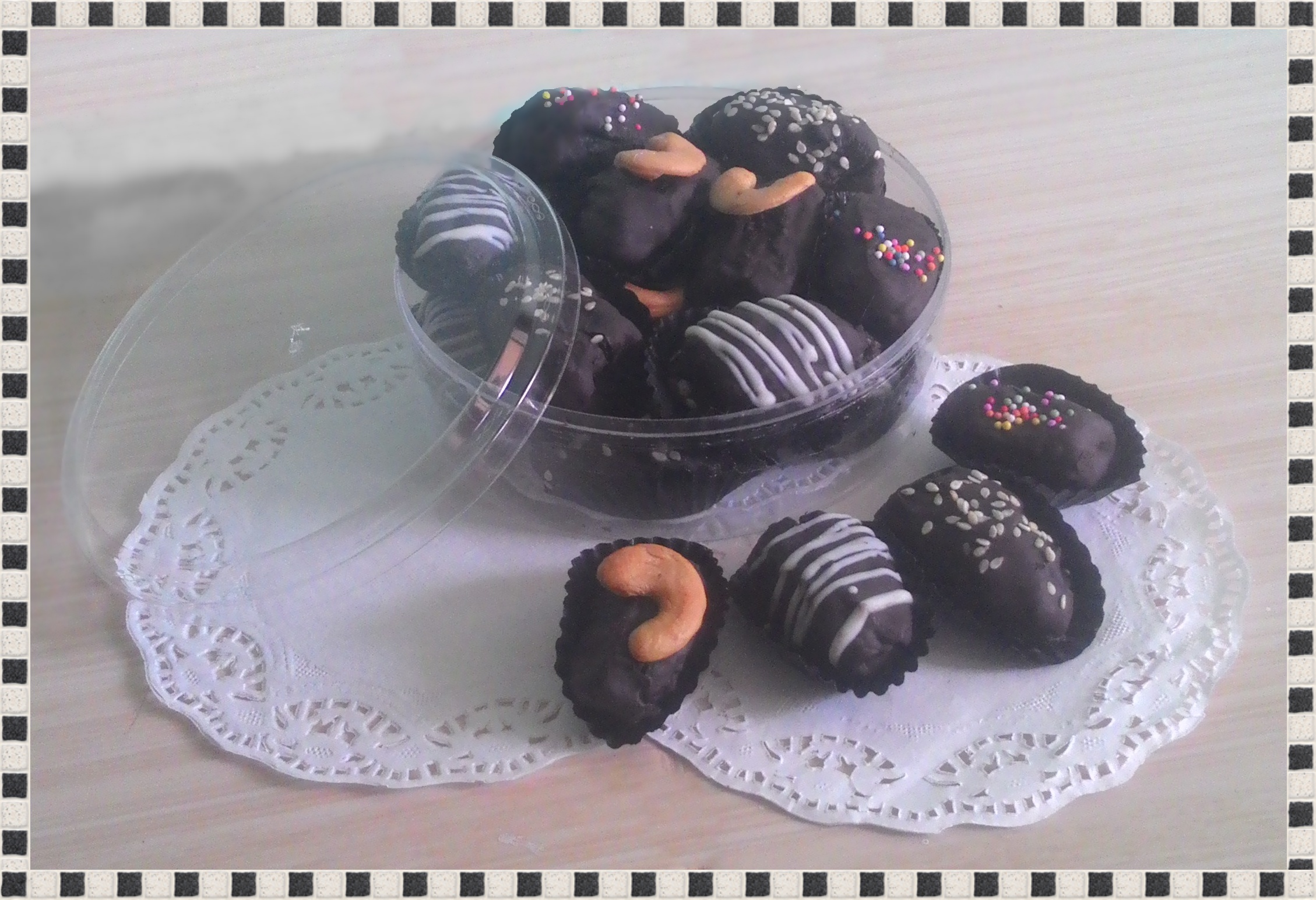 Buy Kurma Coklat Isi Mede Keju Selai Strawberry Blueberry Lembutnya Terbalut Manisnya Dengan Isian Aneka Rasa Dan Topping Yang Cantik