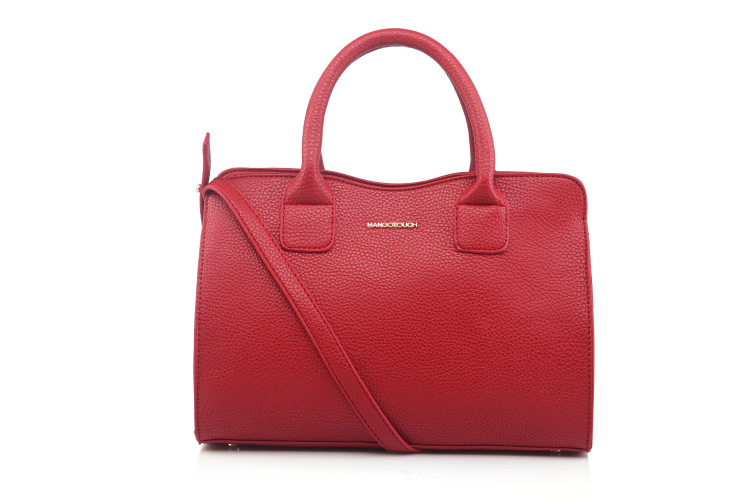 """Shoulder strap drop measures 20"""" Polyurethane Polyester inner lining. Zip-top fastening. MNG MANGO QUILTED BOWLING TOTE BAG"""