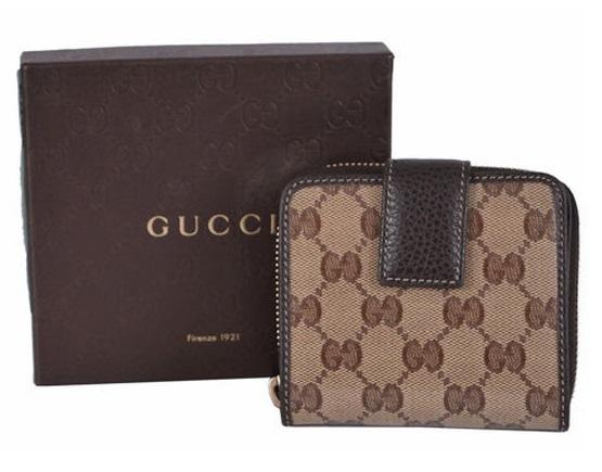 2a2db9335e17 M1) Gucci Women 346056 GG Crystal Joy with Ebony Calfskin Leather Trim  Short Wallet $449